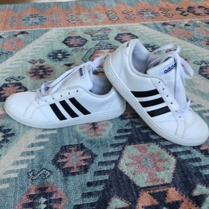 Adidas white sneaker size 5 youth (fits 7.5 women)